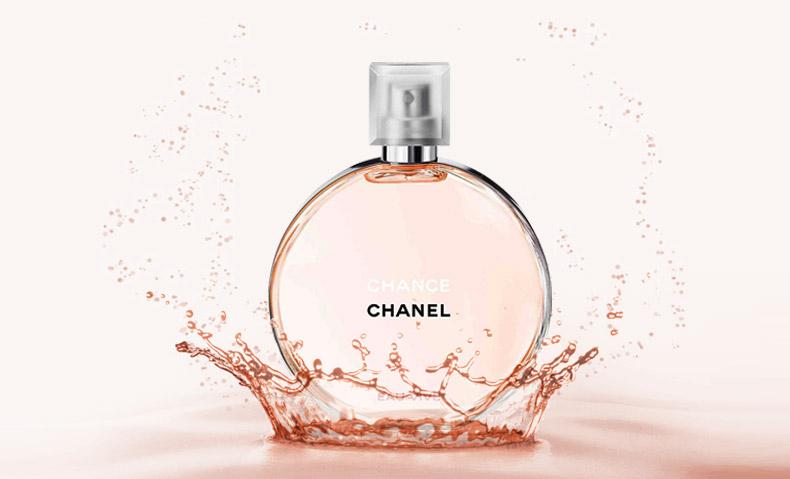 清新活力少女气:CHANEL 香奈儿 推出邂逅系列第四支香水Eau Vive橙光轻舞 6月Chanel推出邂逅系列的第四只香水Eau Vive橙光轻舞 清新的葡萄柚搭配妩媚的茉莉与鸾尾花,活力,热情又不失优雅妩媚 Chanel(香奈儿)推出了一款新香水,这是将于2015年6月12日上市的,属于是ChanelChance(香奈儿邂逅)系列的CHANCE EAU VIVE香水。 CHANEL CHANCE EAU VIVE是调香师Olivier Polge(奥利维耶波巨)创造的,香味里带有闪亮的葡萄柚香味,并